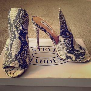Steve Madden Snake Skin Shoes (New)